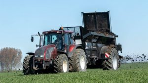 Bunning-compost-gips-kalk-meststrooiers-Loonbedrijf-AGdeVries-5